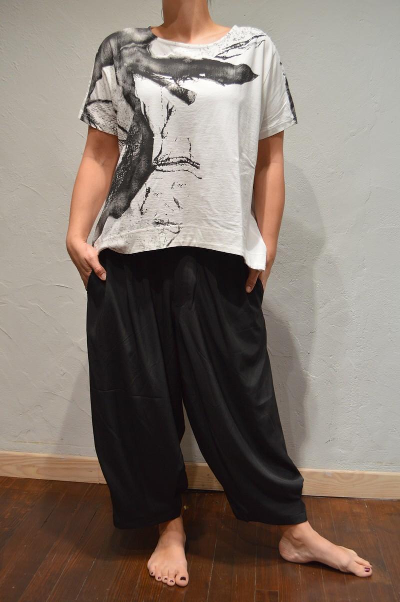 pantalon ample fluide noir pour femme de la marque moyuru. Black Bedroom Furniture Sets. Home Design Ideas