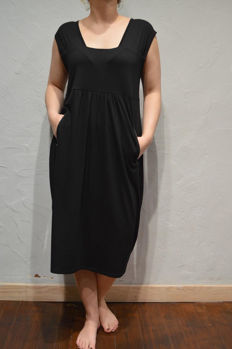 robe longue en jersey noire pour femme de la marque masai. Black Bedroom Furniture Sets. Home Design Ideas